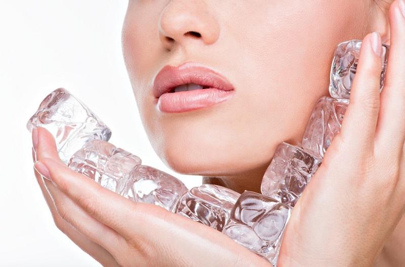 Mengatasi Minyak Berlebih dengan Es Batu