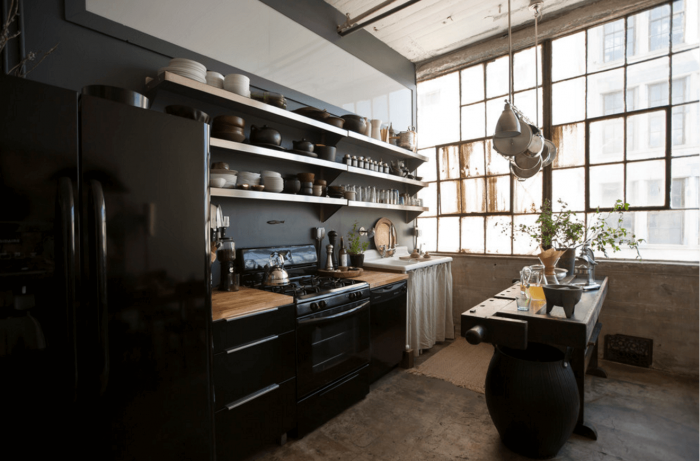 Desain dapur hitam klasik tradisional