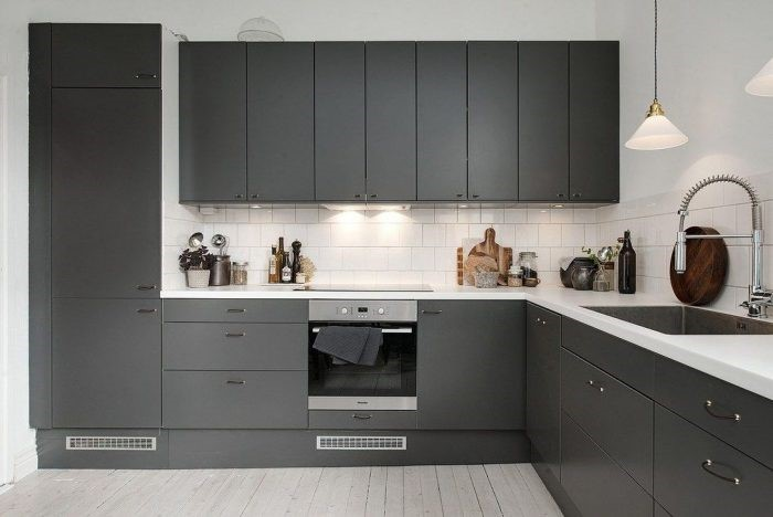 Desain dapur warna charcoal