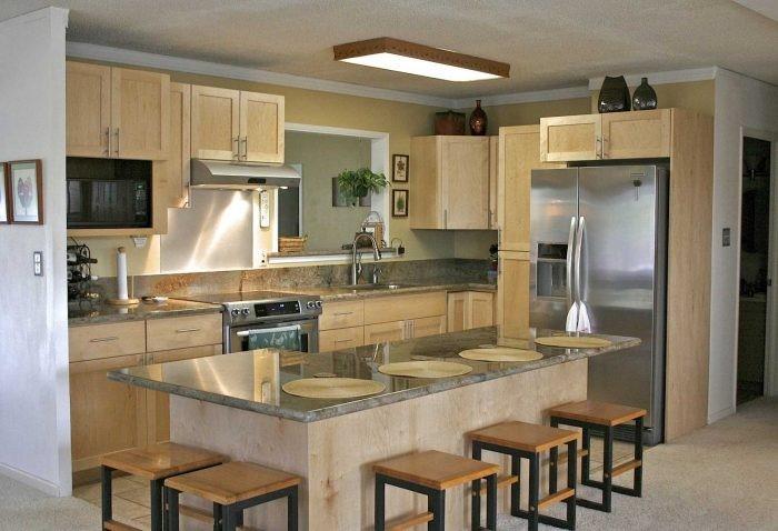 Meja Tengah Dapur Yang Difungsikan Sebagai Meja Makan