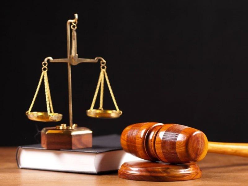 Contoh Teks Anekdot Hukum